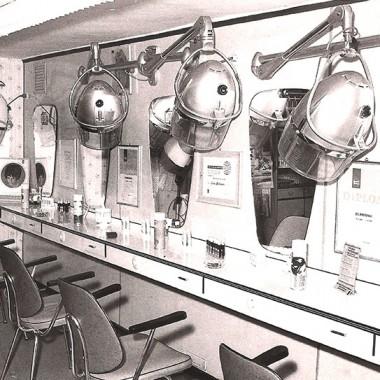 1927: Der Herrensalon